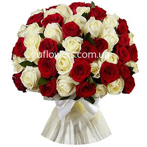 Красные и белые розы 51 шт.