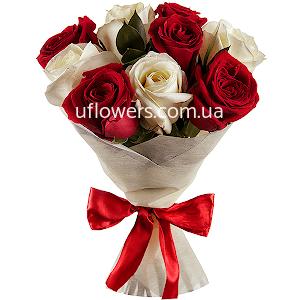 Красные и белые розы 9 шт.