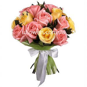 Розовые и желтые розы 15 шт.