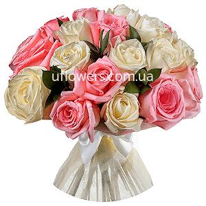 Белые и розовые розы 7 шт